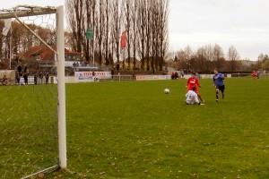 Der Babelsberger Enes Uzun erzielt das 4:1 gegen Hennigsdorf 98.